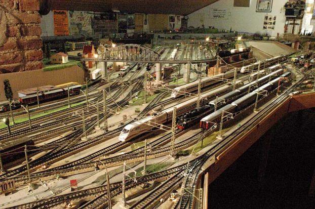 игрушечная железная дорога фото