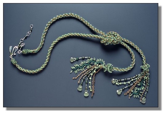 6 апр 2010 Кумихимо - это японское плетение шнурков-косичек.  При переплетении ниток получаются тесемки и шнурочки.