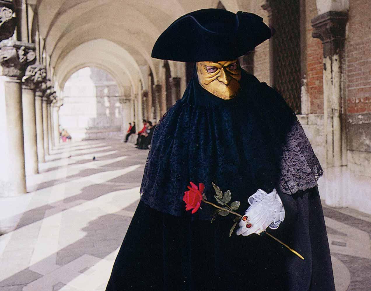 маска для лица черного цвета китай