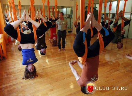 Воздушная йога или асаны в гамаке
